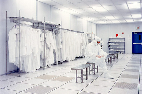 cleanroom gowning room